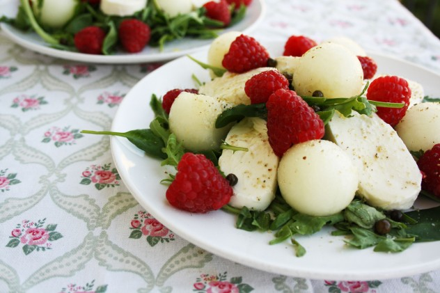 Mozzarella Melon Salad with Raspberries - a quick summer melon salad recipe with mozzarella, baby spinach, arugula and raspberries.