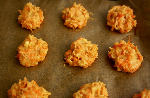Cashew Carrot Bites with Honey Cream. Easy-to-make and ingenious dessert, moist, flavorful and yummy. Much lighter than a carrot cake!