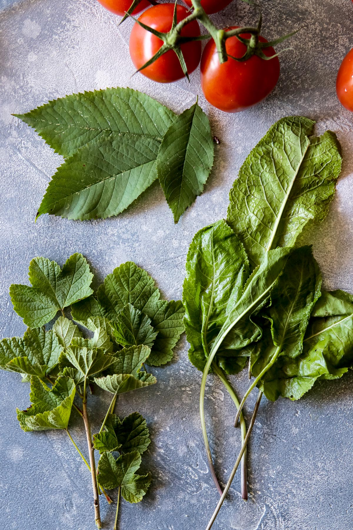 Additional herbs for pickled tomatoes.