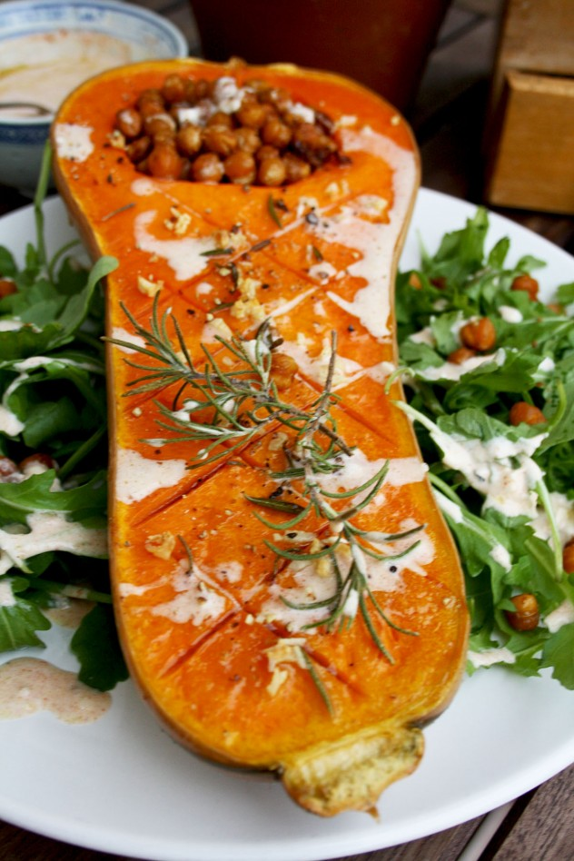 Roasted butternut squash with crunchy chick peas and smoked paprika tofu dip. The easiest and tastiest way to roast a butternut squash! Vegan & gluten-free.