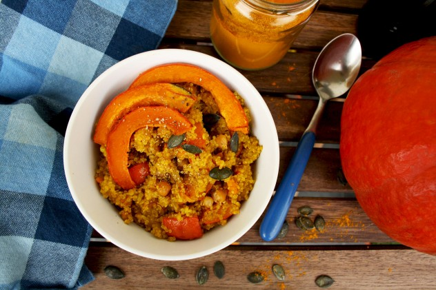 "Vegan quinoa risotto ""Quinotto"" with roasted pumpkin, chick peas and saffron. Another pumpkin dish to make this autumn: Easy, delicious and healthy alternative to rice risotto. Low carb, paleo and low fat."