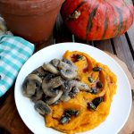 Creamy Pumpkin Puree with Mushrooms and Garlicky Pumpkin Oil: a 15 minutes easy recipe for a seasonal vegetarian dinner, packed with fall flavors.