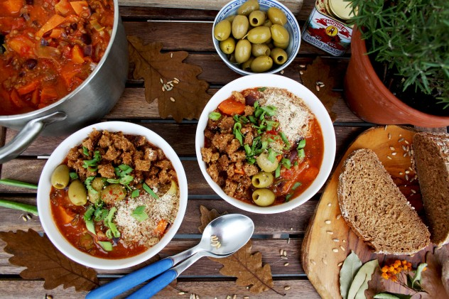 Vegan Grain Stew with Sweet Potatoes, Hazelnuts and Crispy Bread Crumbs: 45 min recipe of a hearty, flavorful and nutritious vegan stew. Perfect for autumn!