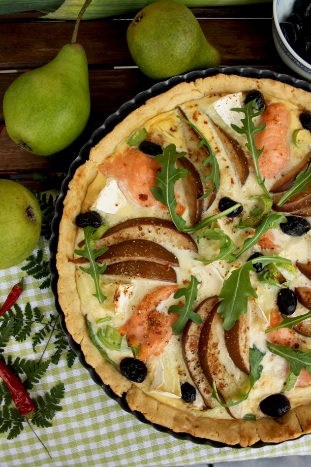Festive Salmon Quiche with Pears and Camembert: Flavorful, fancy and incredibly delicious quiche for any occasion. It looks impressive and is easy to make!