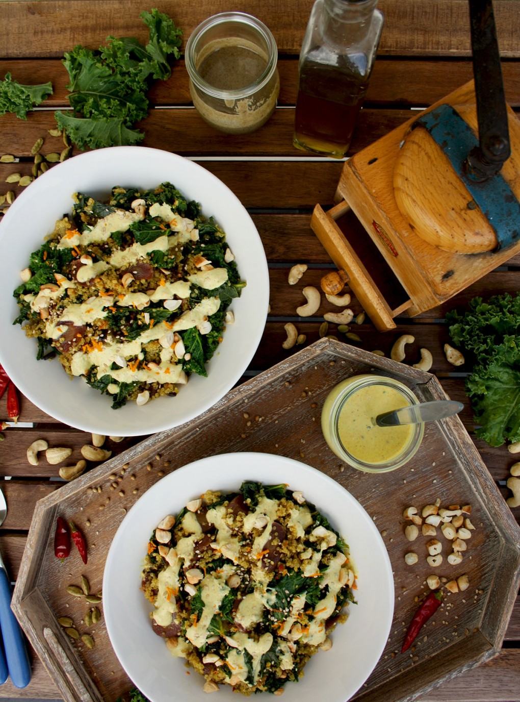 Healthy Quinoa Bowls with Kale, Carrots and Tahini Turmeric Dressing: seasonal healthy and gluten-free dinner. Delicious, well-balanced and flavorful dish.