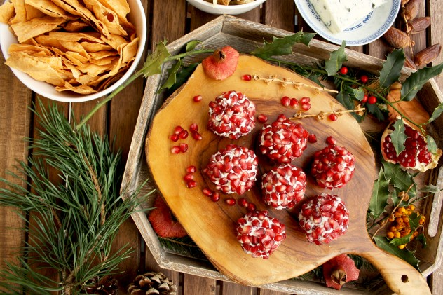 Party Cheese Balls: 3 Killer 10-minute Recipes. Great snack to serve at parties together with crackers, chips or baguette. Easy and impressive appetizer!