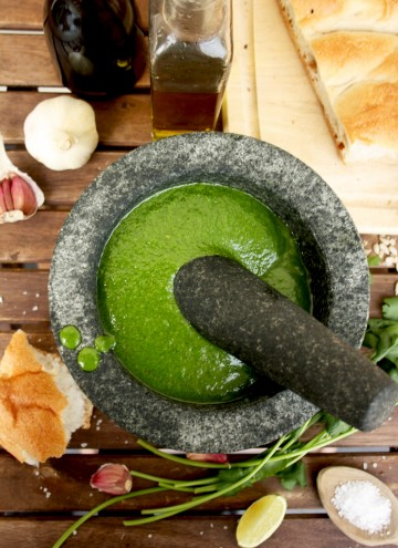 Mojo Verde: Canarian Green Sauce made of cilantro, garlic, olive oil and cumin is perfect for roasted vegetables and bread and just takes 5 minutes to make.