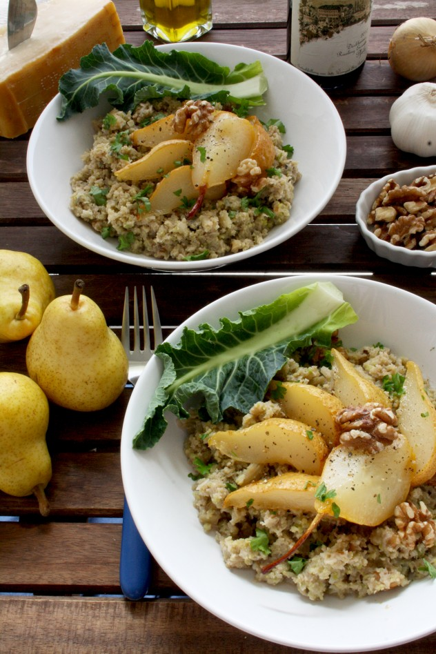 Cauliflower Risotto with Caramelized Pears, Blue Cheese and Walnuts: A healthy and gluten-free makeover of a traditional risotto packed with flavor! Easy 30-minute step-by-step recipe.