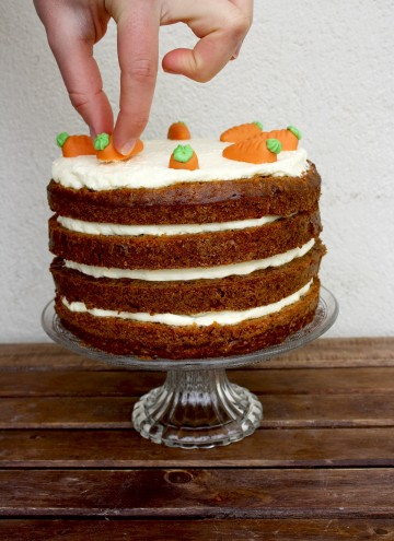 Super Moist Carrot Cake with Vanilla Cream Cheese Frosting - Decorating the Cake