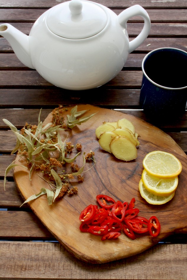 Natural Flu Remedy Tea made of 4 powerful anti-inflammatory ingredients: ginger, lemon, hot chili and linden blossom. It helps to fight flu or cold fast and effective in a natural way.