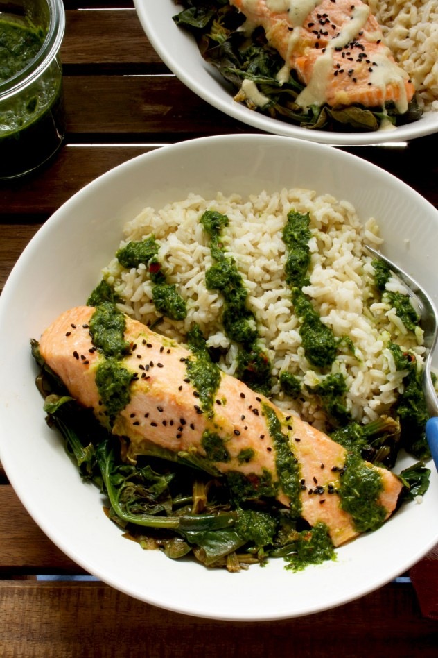 Easy and healthy parchment salmon baked with spinach and ginger-garlic ...