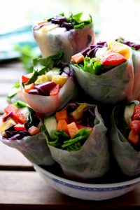 20 Delicious and Healthy Vegetarian Lunchbox Ideas that are everything but boring: Satisfying, quick and easy lunch recipes to look forward to! Easily portable, mess-free, packed with nutrients, can be eaten cold: Vegan Spring Rolls with Peanut Sauce