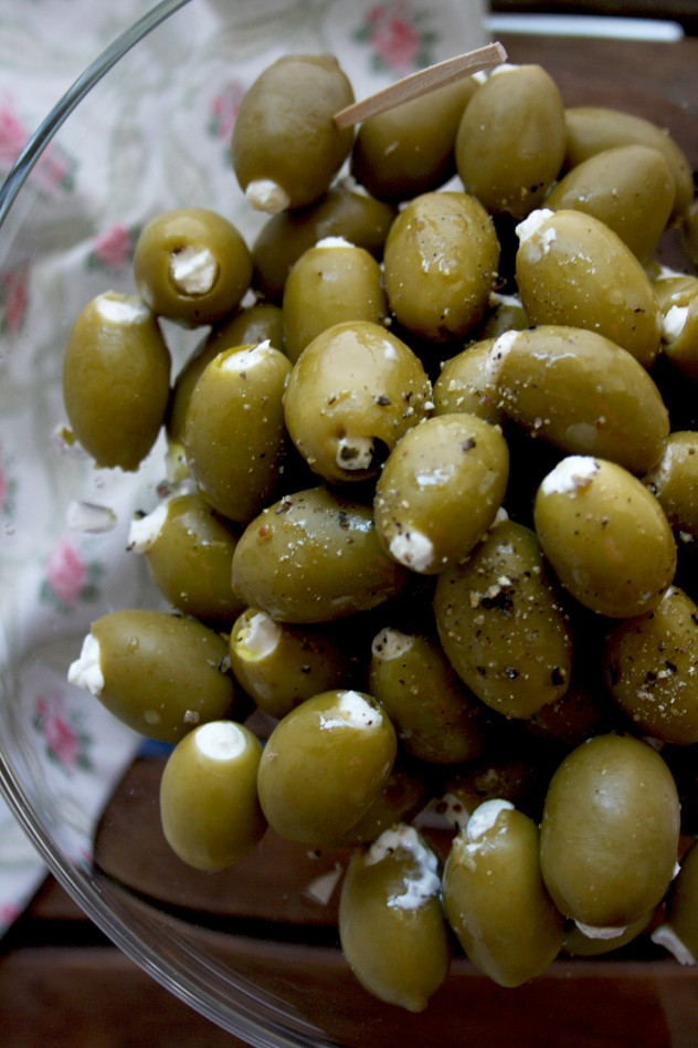 Cream Cheese Stuffed Olives Marinated in Lemon-Infused Olive oil: Impressive and easy 10-minute appetizer made with only 4 ingredients! Quick, gluten-free, low carb and vegetarian.