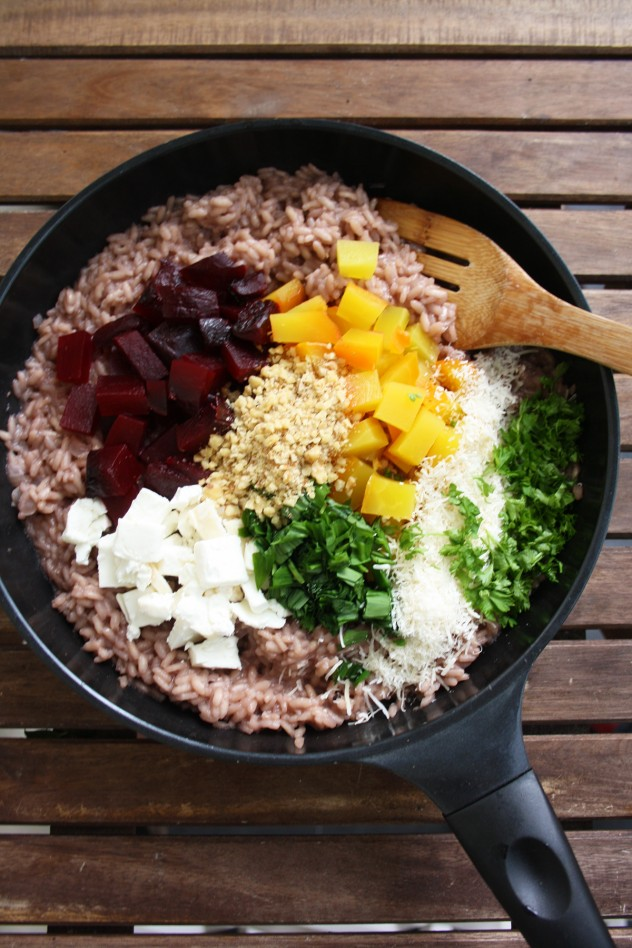 Creamy Beetroot Risotto with Goat Cheese, Wild Garlic and Walnuts is a delicious and colorful way to combine winter and spring flavors. Ready in 30 minutes! Gluten-free, vegetarian, healthy.