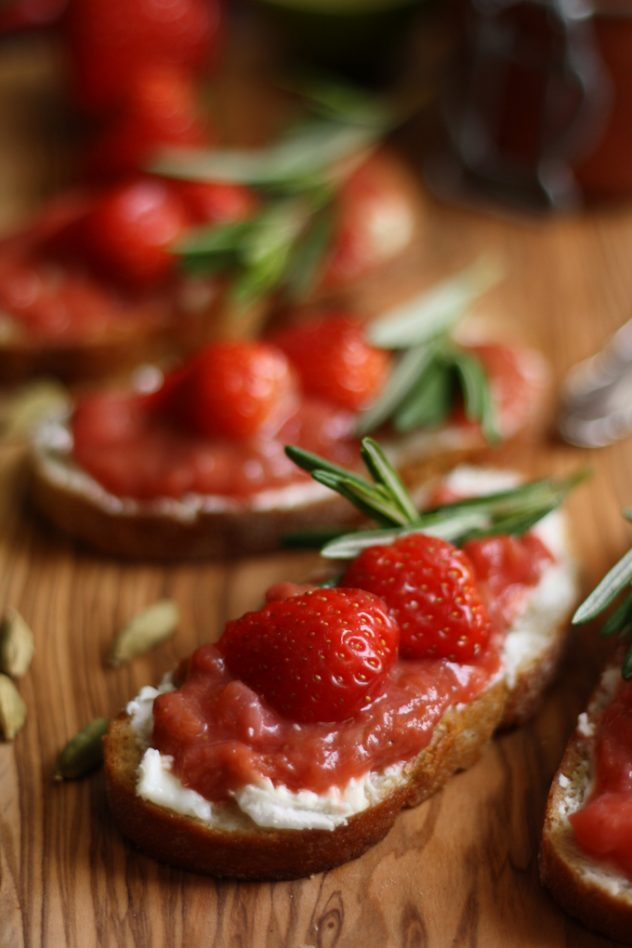 Tender goat cheese paired with tangy and sweet rhubarb chutney spread over fresh crusty ciabatta bread: the best goat cheese crostini ready in 10 minutes!