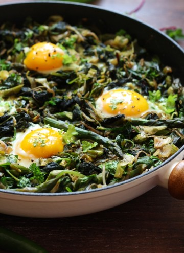 Green Shakshuka - Another Closeup on the Pan Full of this Delicious Dish