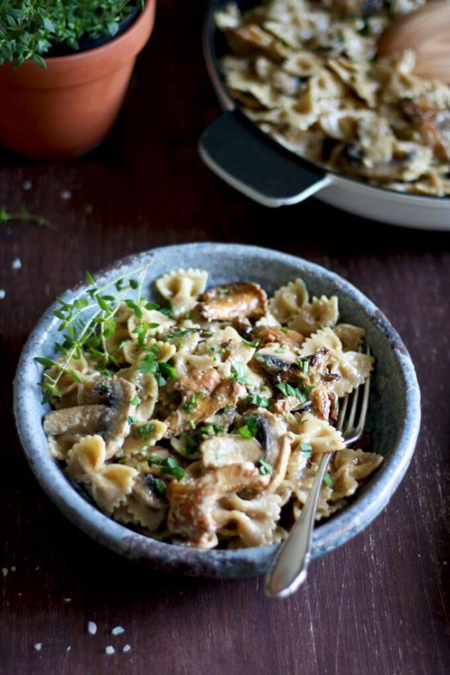 Buttery mushrooms, creamy parmesan-flavored béchamel sauce, whole grain farfalle and a hint of thyme make this creamy mushroom pasta an umami-packed easy dinner ready in 20 minutes!