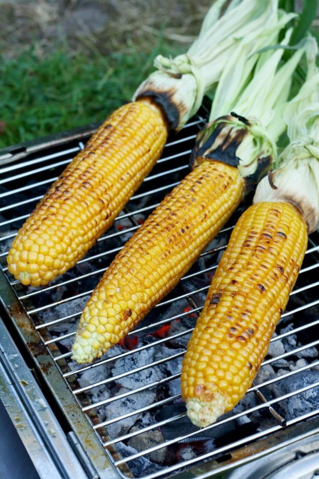 Perfectly Grilled Corn on the Cob is very juicy and pairs so well with creamy vegan avocado dill dressing. Easy and impressive recipe for your summer barbecue!