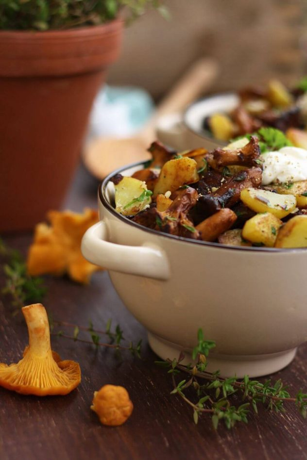 Russian pan-fried potatoes with wild mushrooms, onions, garlic and herbs are super flavorful, hearty and comforting. This easy step-by-step recipe only takes 30 minutes to make!