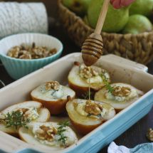 Baked Pears with Gorgonzola and Honey