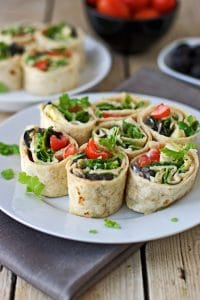 20 Delicious and Healthy Vegetarian Lunchbox Ideas that are everything but boring: Satisfying, quick and easy lunch recipes to look forward to! Easily portable, mess-free, packed with nutrients, can be eaten cold.