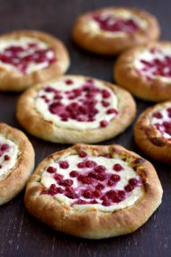 Vatrushka: Sweet Russian Farmer's Cheese Buns with Berries