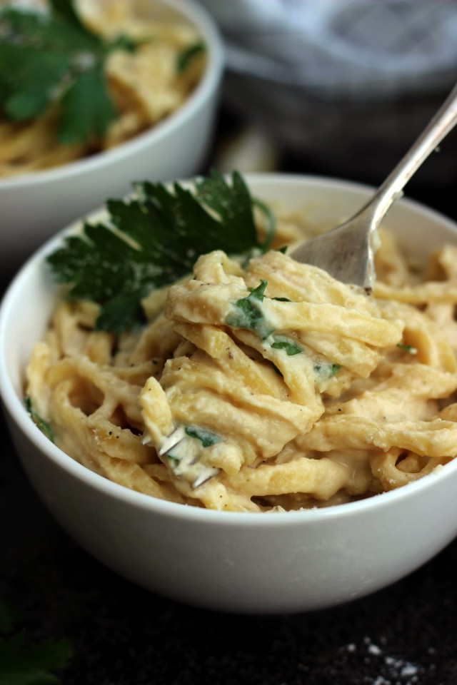 The Creamiest Vegan Fettuccine Alfredo - a Fork Full of Yummy Creamy Pasta